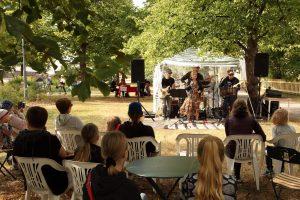 Samelmo-bändi kesäjuhlilla