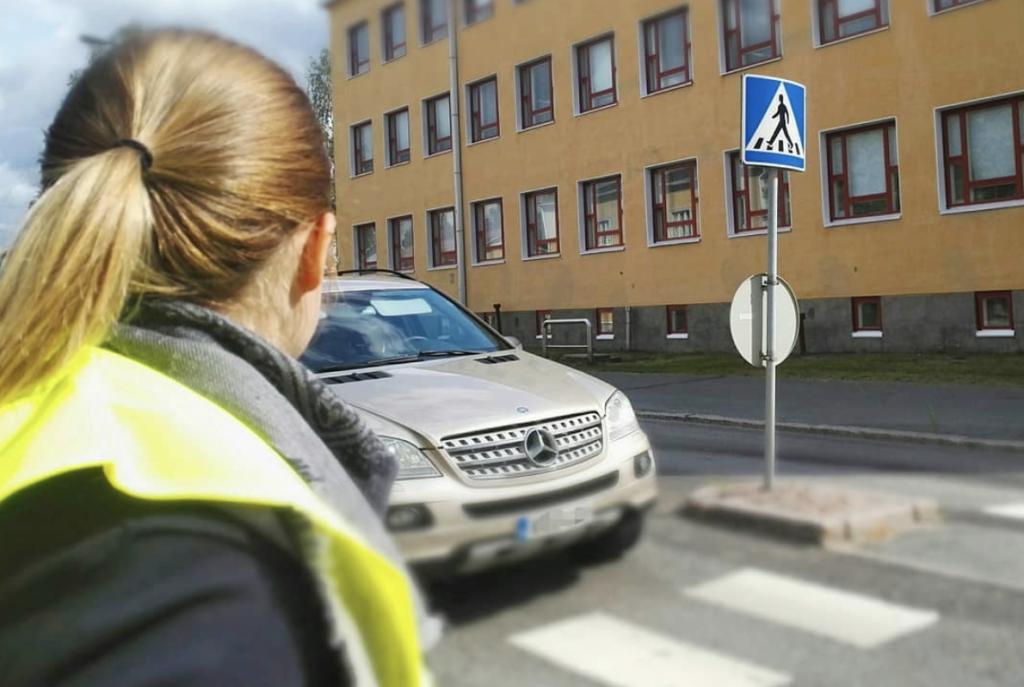 Suojatien ylitys Teuvo Pakkalan kadulla