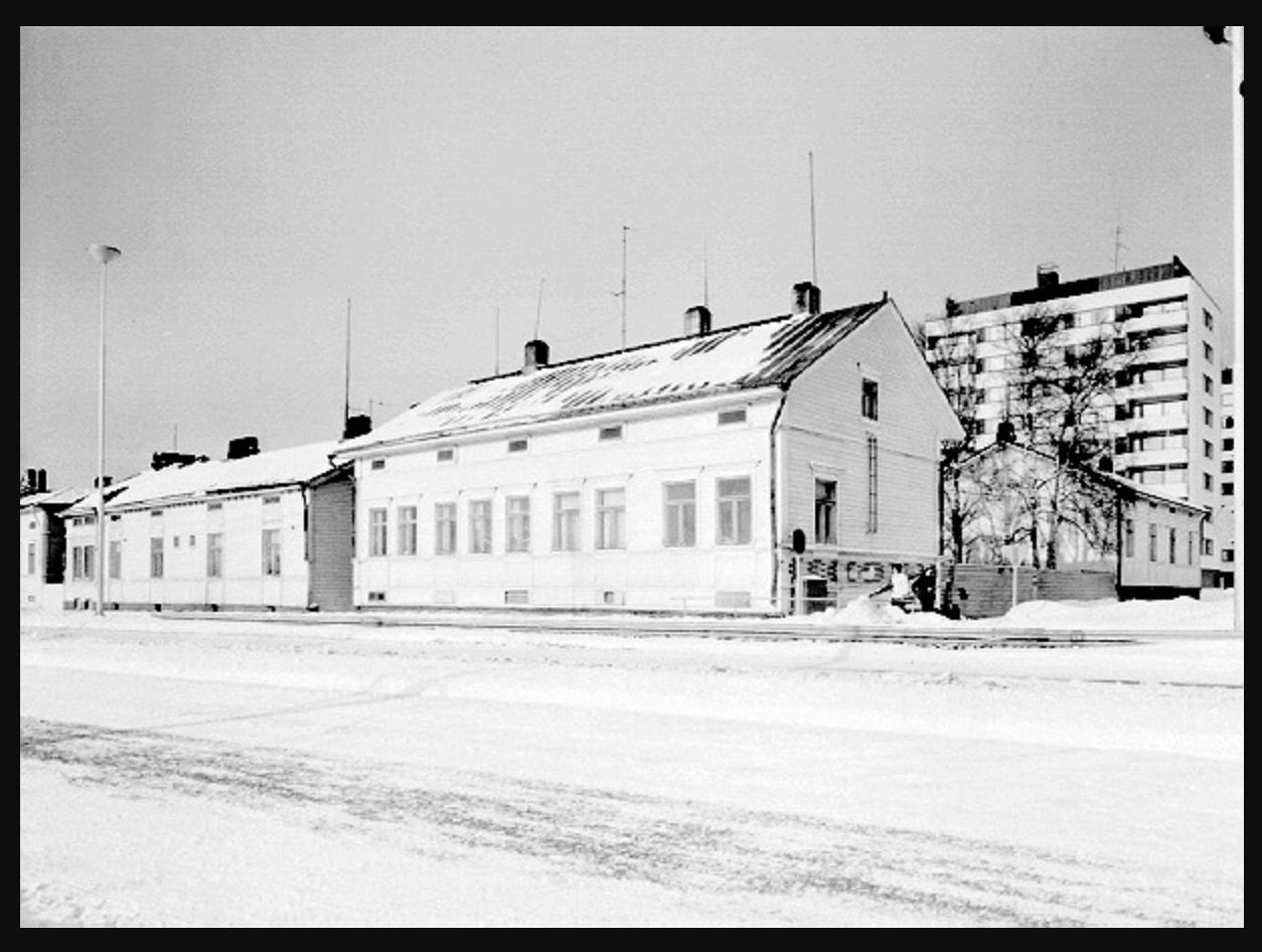 Kuvakaappaus Uuno Laukan kuva-arkistosta Pohjois-Pohjanmaan museon sivuilta. Linkki kuva-arkistoon tekstissä.