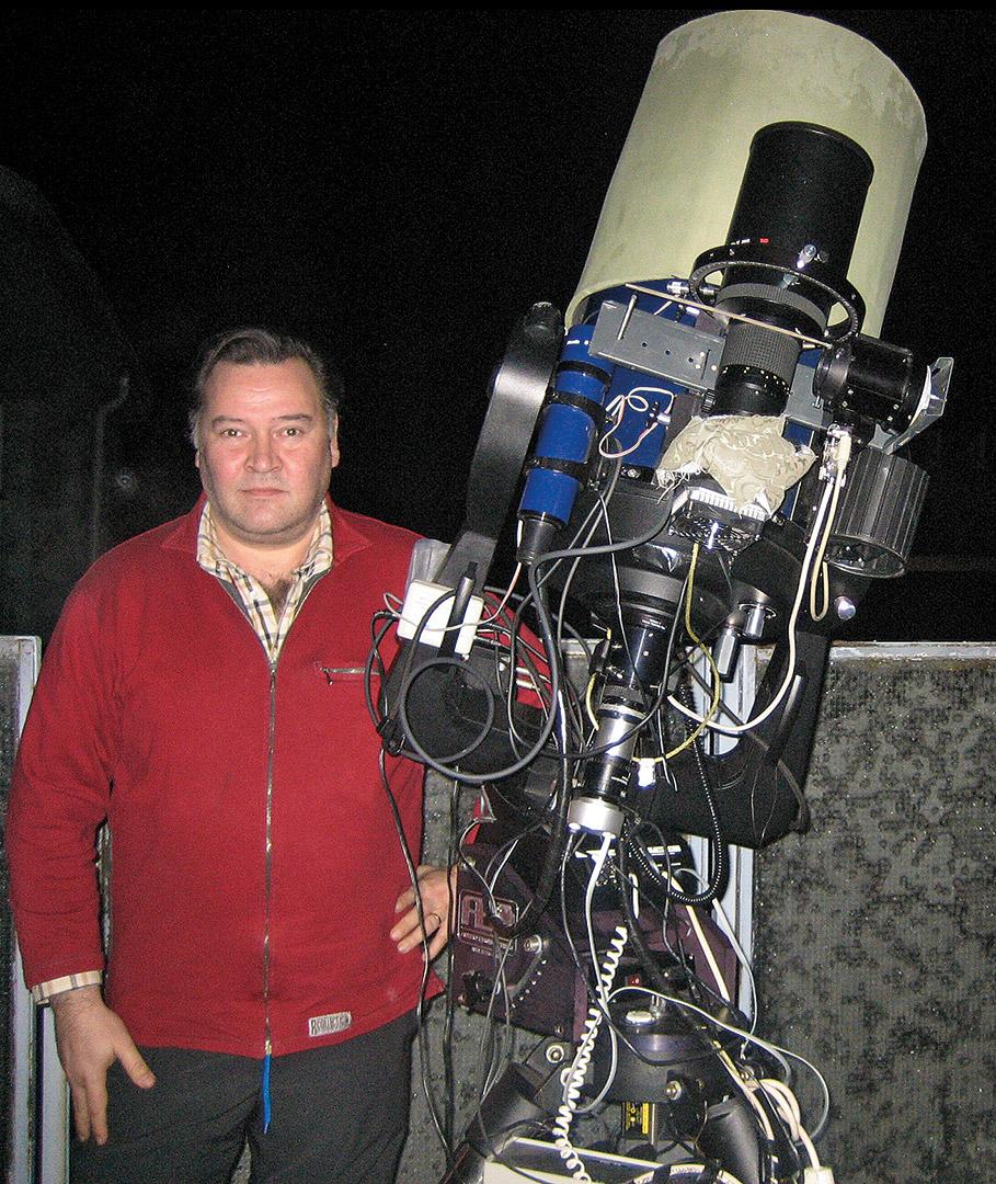 Astrokuvaaja J-P Metsävainio kuvauslaitteistonsa kanssa.