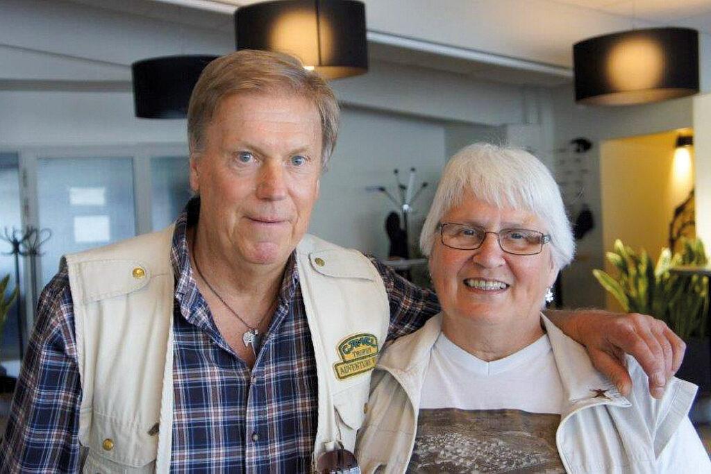 """Mirja ja Ruotsissa asuva """"filmitähti""""-Pentti, joka on näytellyt Wallander-elokuvissa."""