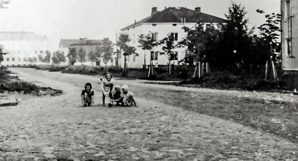 Puistikkokadun ja Syrjäkadun risteys 1951.