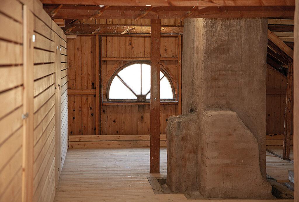 Vinttiremontin yhteydessä piippujen ympärille tehtiin asianmukaiset palokatkot ja samalla piippujen juuret uusittiin. Myös muun muassa tukirakenteet, lattia ja ikkunat korjattiin.